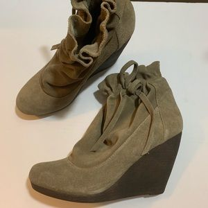 Steve Madden women's taupe suede leather boots 9M